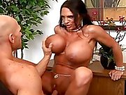 Sexig busty sekreterare jävla hårt hennes chef