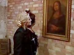 Lesbians maduras clásicas y el muchacho Museo del