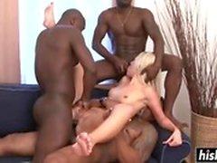 dudes noir baise une nana blonde sexy