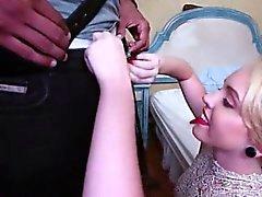 Salope prostituée blondasse Miley Que enculée par grosse bite noire