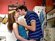 bacia i Lad bocca del età legale ragazza adolescente che la sua a spogliarsi .