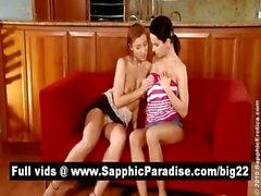 Восхитительный брюнетка и блондинка lesbias поцелуи и стать голой и иметь лесбийским сексом