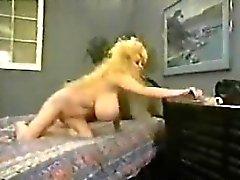 Busty Blonde En A de Dick Clásica Muy Grande