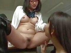 Asia Lesbianas colegiala Coño yesos hechizo en Maestro