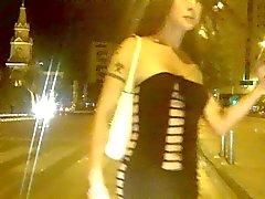 Nikki Ladyboys просить денег на улицах