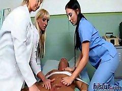 Deze dames spelen verpleegkundigen