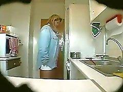 Spion Clips Erika in der Küche reifen