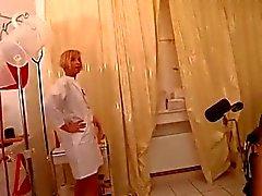 Assplay - Strapon infermiera gli fa un esame rettale