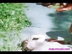 Винтаж у бассейна женоподобный к гомосексуалистам групповой