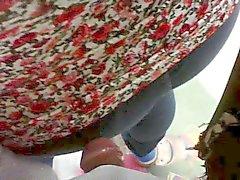 encoxada Una madurita los vaqueros pantalon con en Hilo