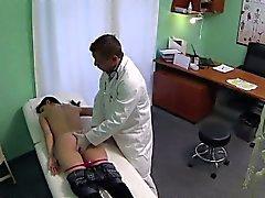 FakeHospital Doctors begabte Ziffern bilden Reife sprizen