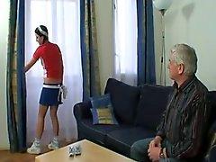 Il nonno Creme di La sua sexy della giovane cameriera !