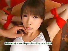 Japanska AV flickan är knuten och får hennes söta fitta retad