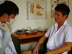 Cornée Gai médecin légiste en Succion son patient