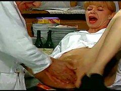 La Doctoresse A Des Gros Silikonlu göğüsler ll 720p