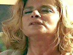 Femme flic maturité a fait une jeune criminel son esclave sexe deux