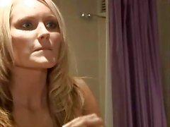 De hanna de Hilton affiche ses seins fantastiques