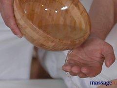 Des massages Les chambres étudiante Corné est baisée profondeur