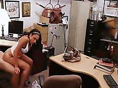 Горячая Latina Девушка получает ебать сложно закладывая украденных телефонов