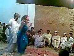 Sıcak transeksüel GHAZALA ile Afgan yaşlı adam komik seksi dans