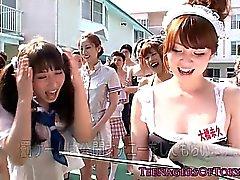 Impresionante de asian diversión de sexo en grupo con los adolescentes de vestuario