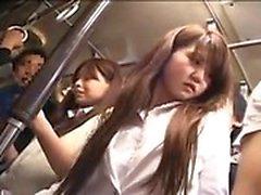 Bella ragazza giapponese ha un uomo che tocca il suo culo da favola
