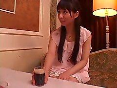 Yuka Osawa munaa kolmelta mieheltä