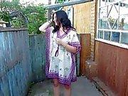 Russie Fille Uro debout sur sa culotte)
