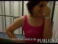 Amatör Çek kız kıllı pislik bazı nakit içinspor salonunda raylı