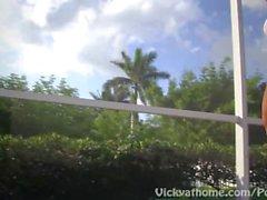 Sneaky Teal! Bombshell Vicky Vette Avec College Co-Ed Dans Pool!
