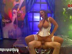 Super Busty MILF Sexy Susi får hennes stora bröst Stuvad - G