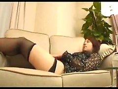 Замечательная японская девушка в чулках имеет мальчик, целовать ее
