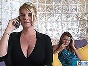 Herrlicher Brunette Babysitter saugt Hahn wie ein Profi