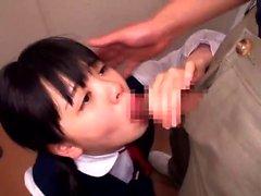Japanska tonåring använder sexleksaker