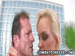 Blonde babe di Britney viene forato nella figa ed il culo