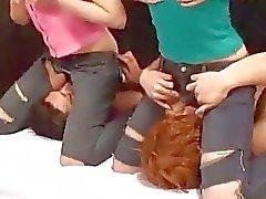 2 Minder günü yaladı Onların Face To oturan 2. Guys blowjobs veren Torn kot pantolon Asyalı Kız