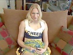 Blondes Cheer Leader wird anale zum erstenmal gefickt zu