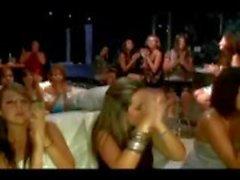Hot amatööri CFNM tytöt kiusanhenki ja suihin mies strippari