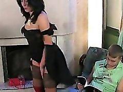 Excitée MILF veut sa jeune et dur Cock