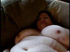 Breda kvinna med enorma brösten finns i hård kuk danande hennes persikan lycklig