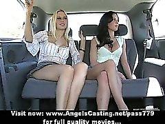 Triplo soberba adorable babe lesbian que falam e despi no automóvel