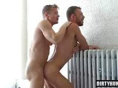 Muscle gay flip flop e sborrata