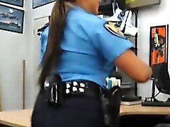Latin Polizeibeamten wird in ihre Muschi indem Pfand Typ angeschraubt