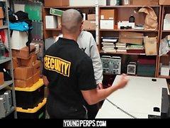 YoungPerps - Guy latino utilizzato dalla guardia giurata