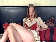 Donna che Bored masturba la sua Hairy Pussy - Daddi