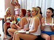 Twistys lesbisk levande visa 40 tjejer kom fram till soaré och ce