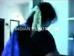 Indiase schoonheid wordt geneukt