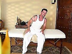 Grande salle de massage avec hot babes