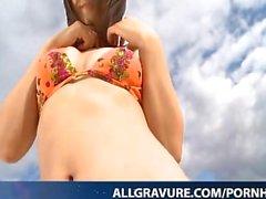 Arisa Kuroda tykkää viettää aikaa meren