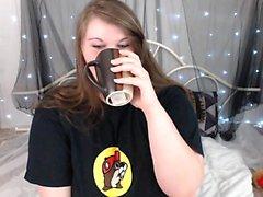 amateur deiutza18 flashing boobs on live webcam